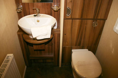 Willerby Winchester Mk4 toilet and basin