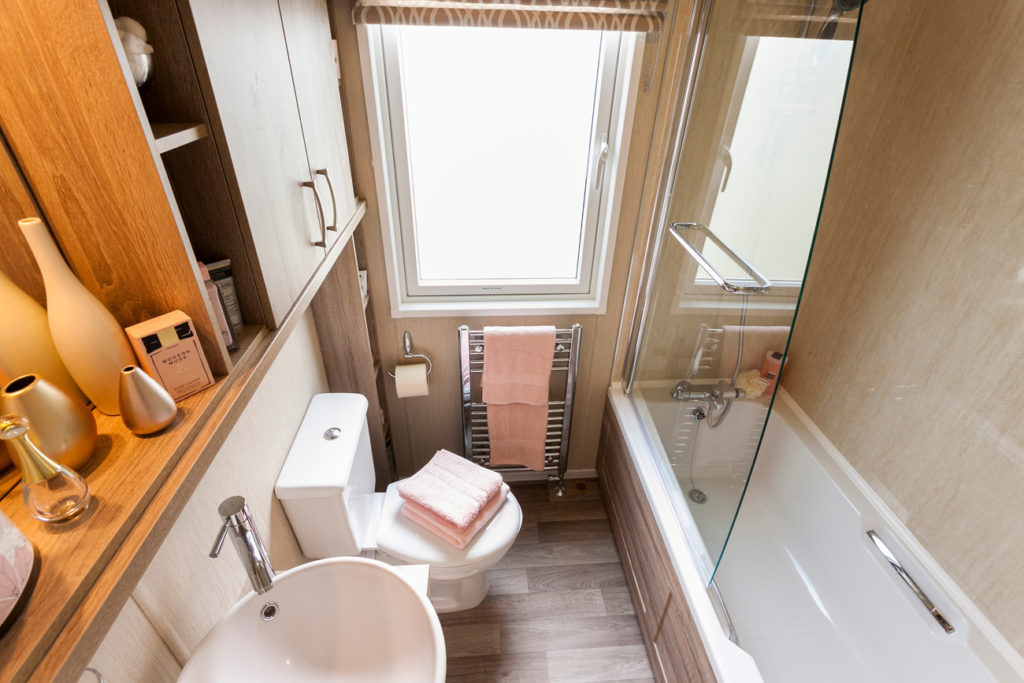 Pemberton Knightsbridge Family Bathroom (wide)