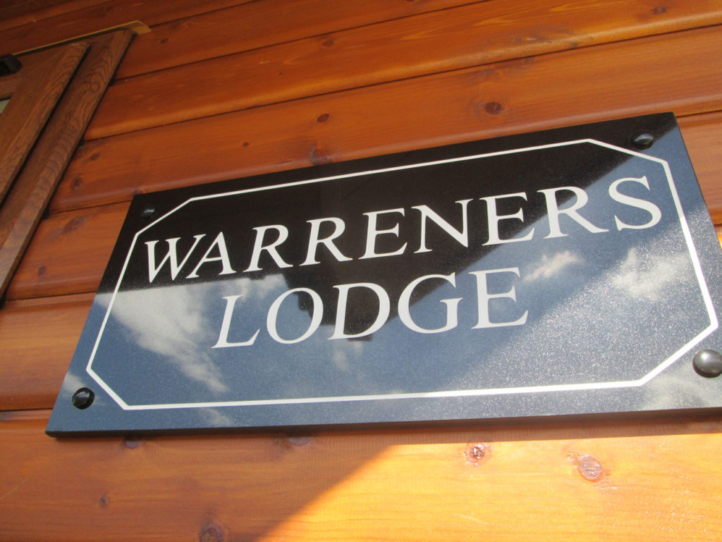 Tingdene Warreners sign