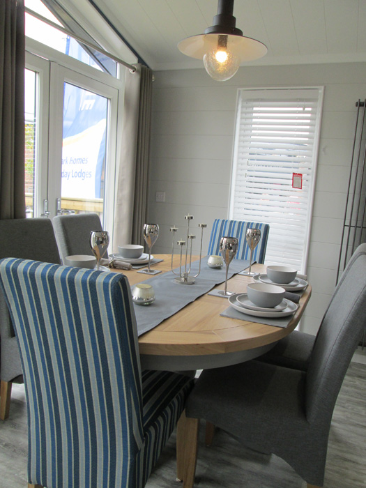 Tingdene Country Lodge Dining Table & Chairs