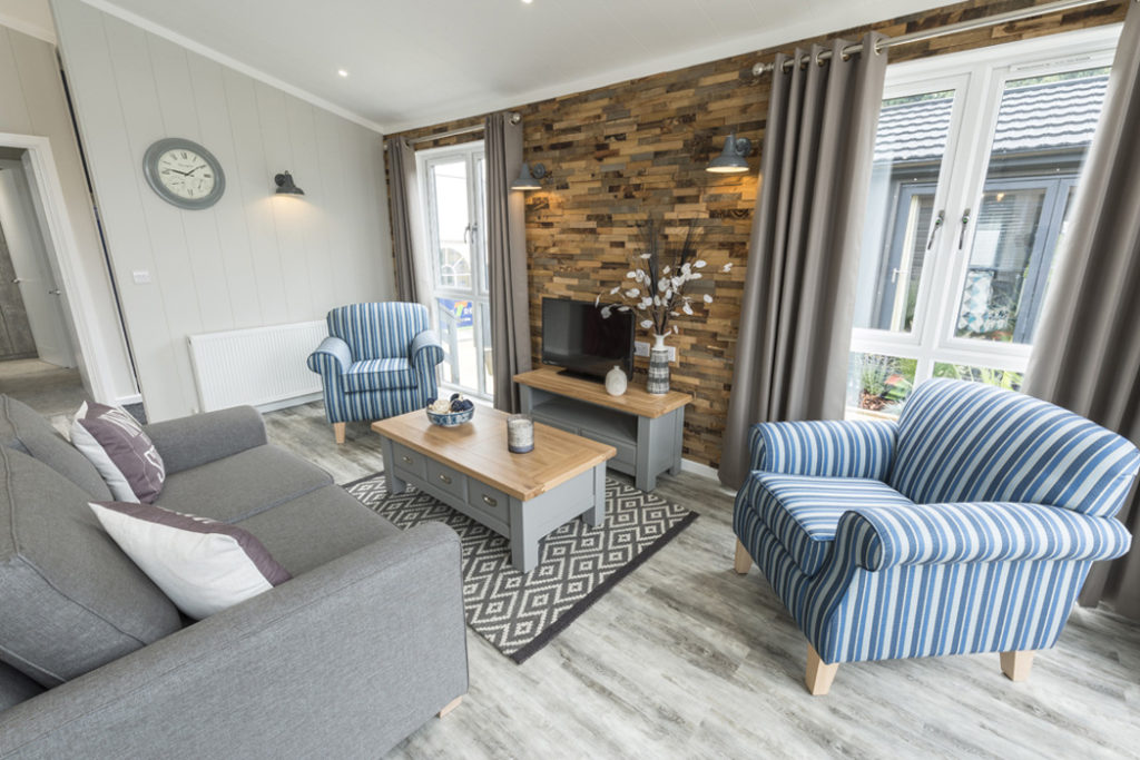 Tingdene Country Lodge Lounge & Feature Wall