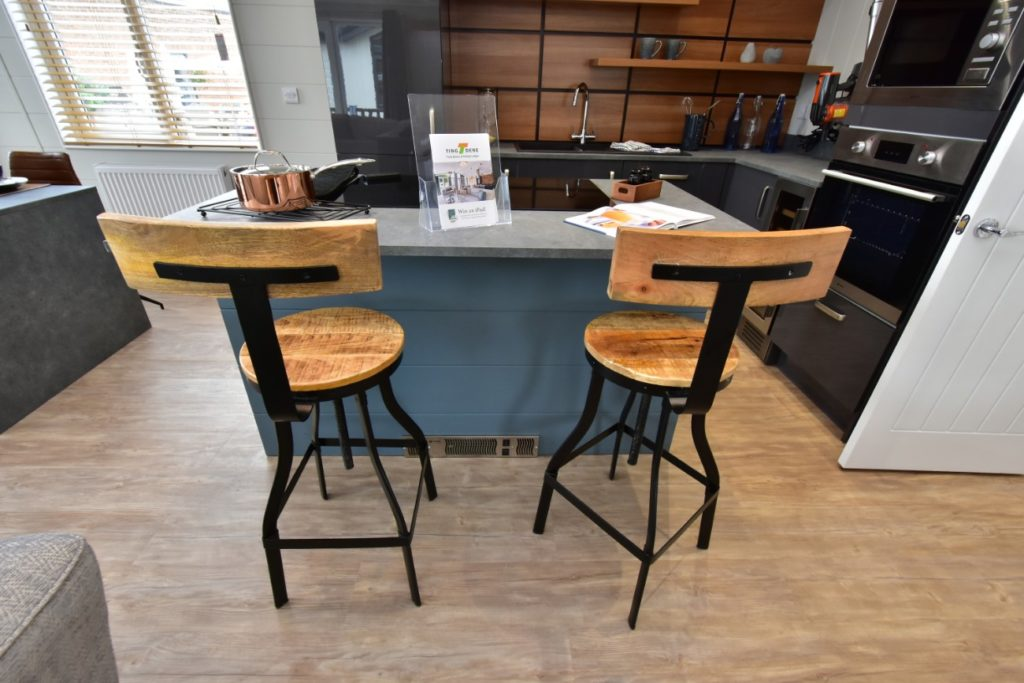 Tingdene Havana Lodge Breakfast Bar with Stools