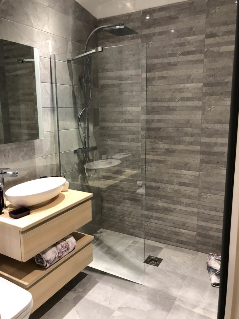 2019 Omar Heritage Park Home wet room