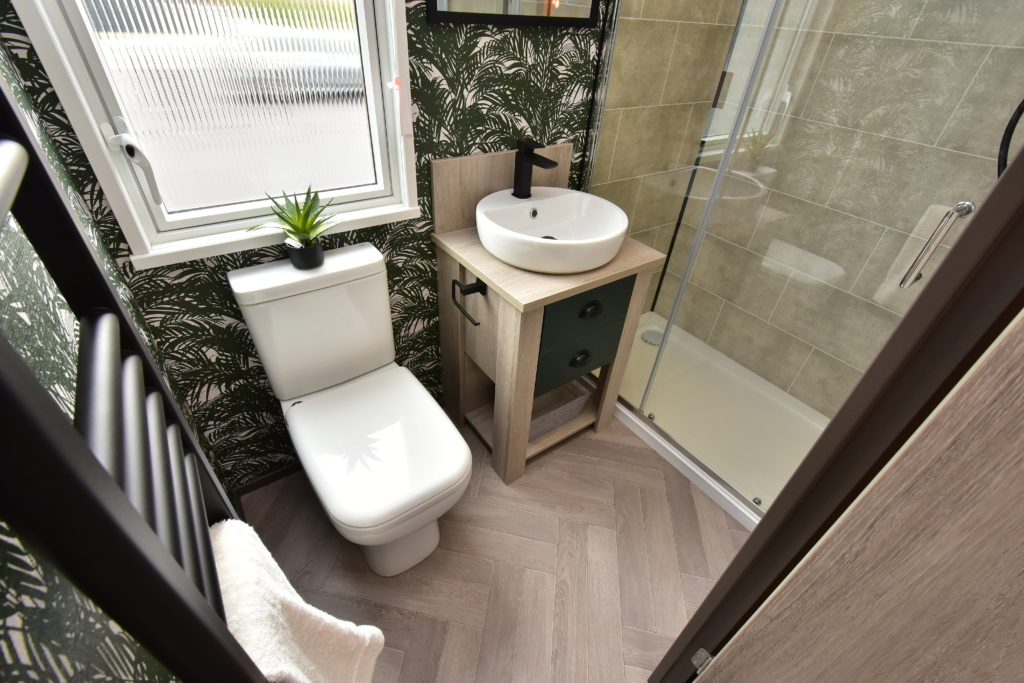 2021 Victory Riverwood holiday lodge ensuite
